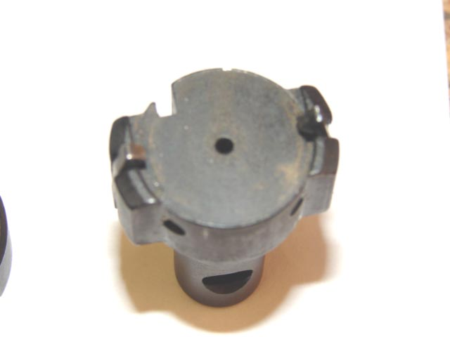 Bolt head with dual claw extractors. Note the slot for the standing ejector.